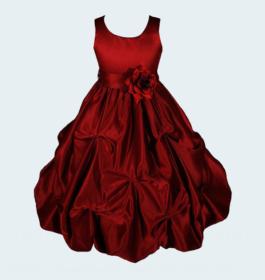 فستان أحمر بلا أكمام مع كوكتيل مطرز
