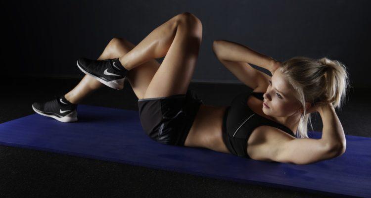 أربعة تمارين رياضية يمكنك القيام بها عمليا في أي مكان