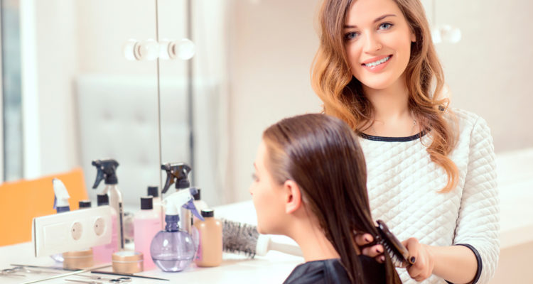قومي بتزيين شعرك باستخدام غطاء الشعر